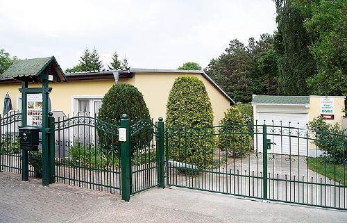 "Eingang zum Haus ""Am Wald"""