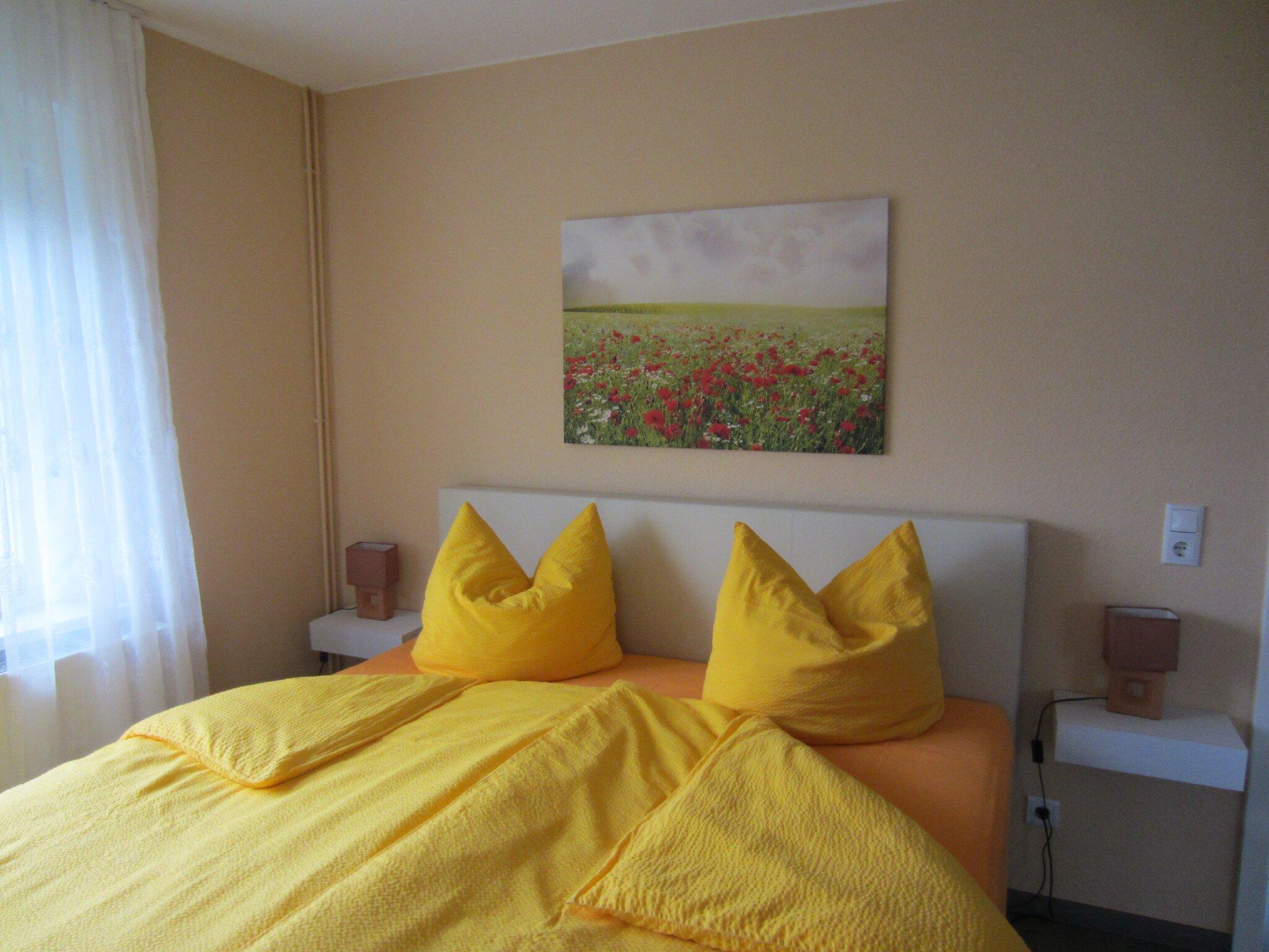 Schlafzimmer mit Doppelbett + Einzelbett