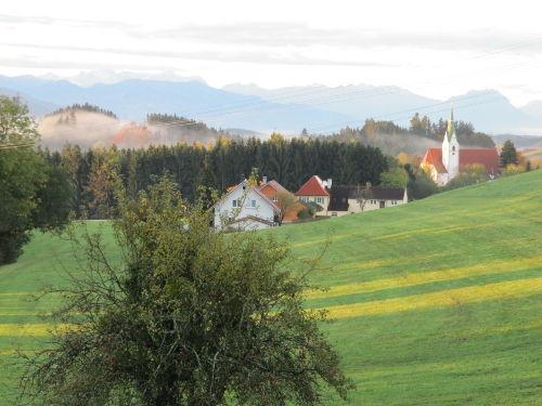 Blick zur Wallfahrtskirche Pfärrich