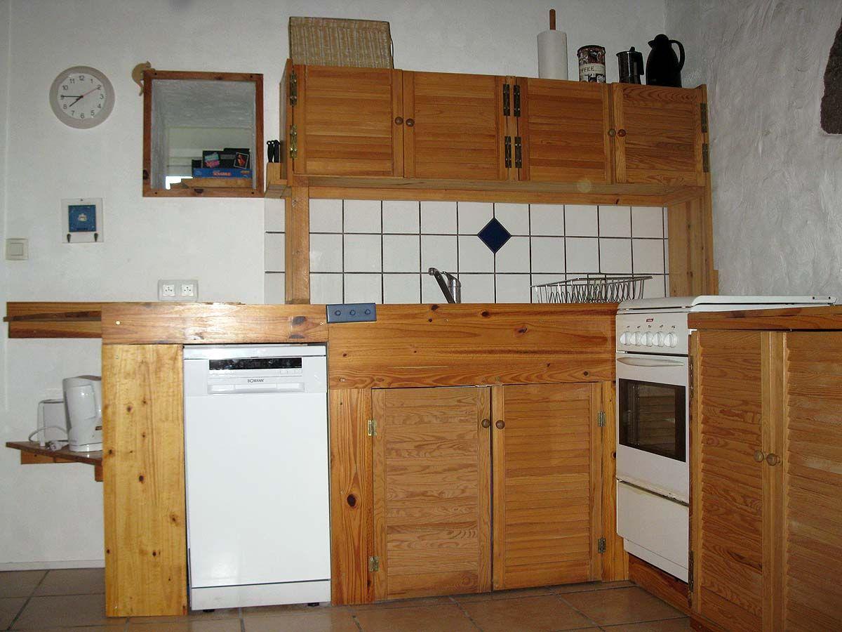 Küche (mit freigelegten Natursteinen)