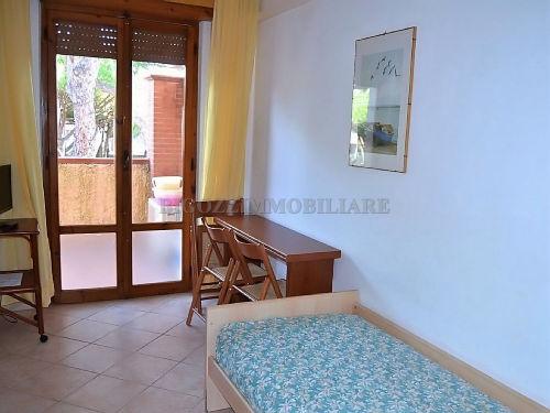 Wohnraum mit Einzelbett-Sofa