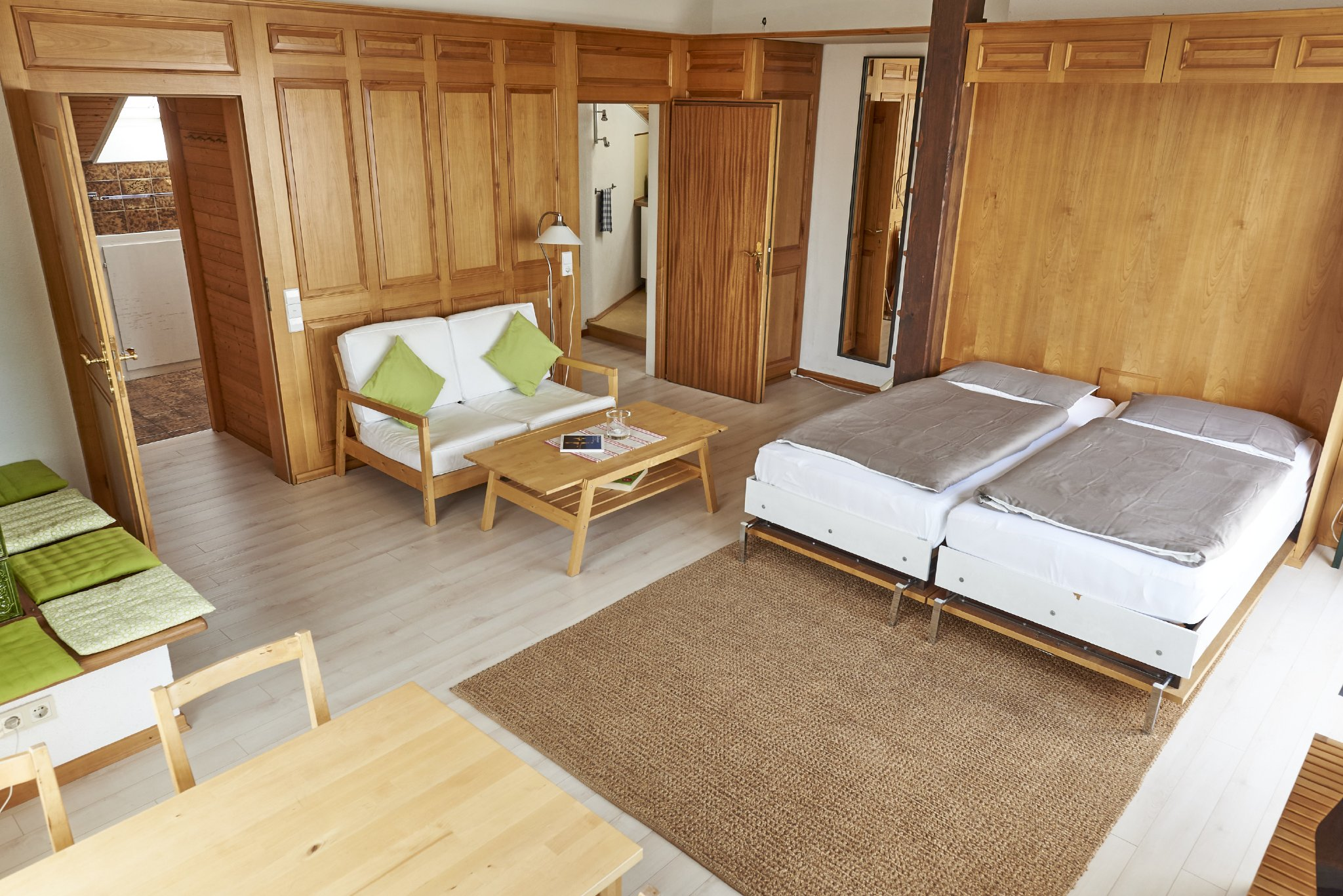Wohn-/Schlafzimmer mit Schrankbetten