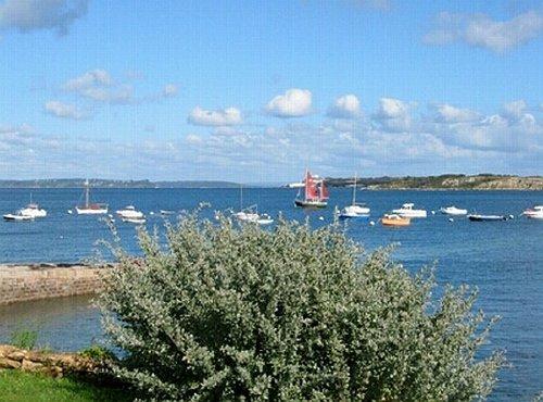Cale Qu�lern mit Blick auf die Insel
