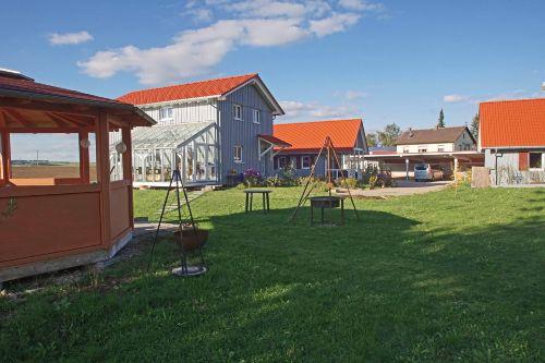 Pavillon und Grillstelle