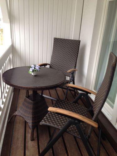 Frühstücken auf dem Balkon