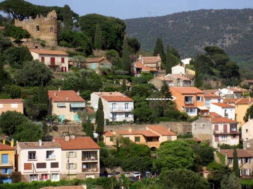 Das Haus am ruhigen Ende des Dorfes