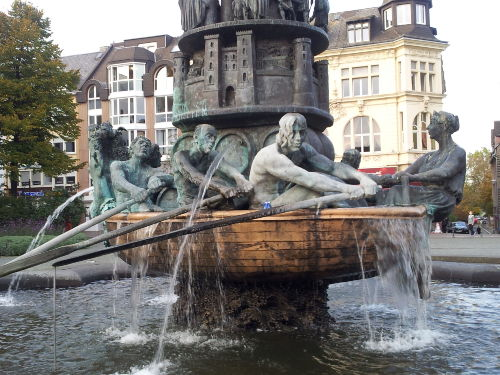 Historienbrunnen auf dem G�rresplatz