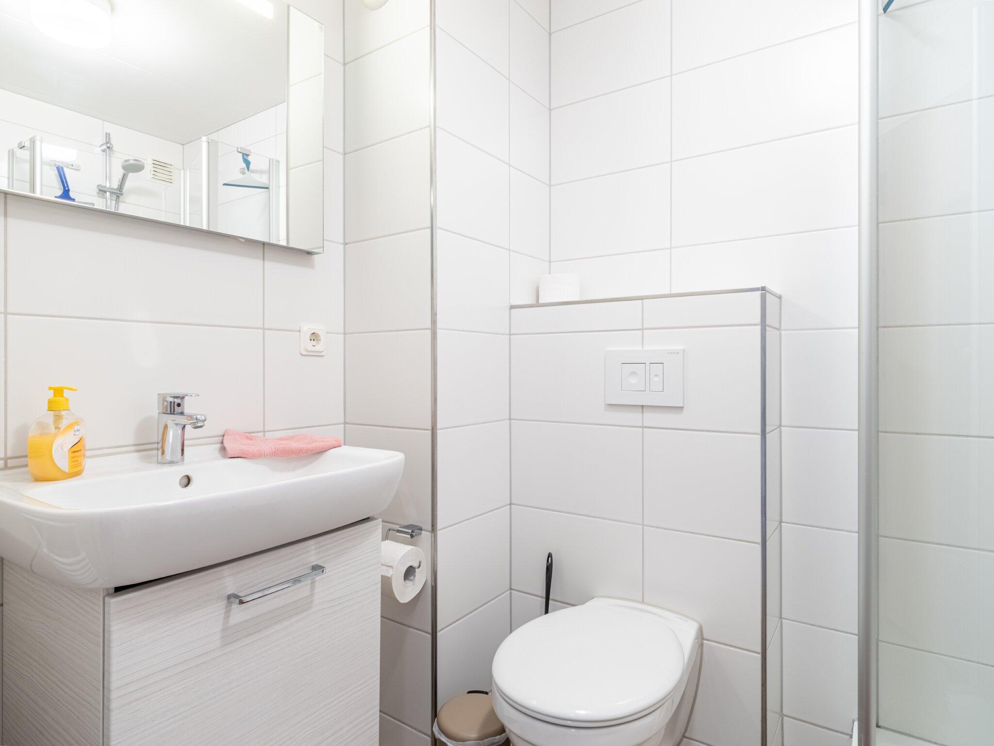 Bad mit Dusche, WC und Sauna im OG