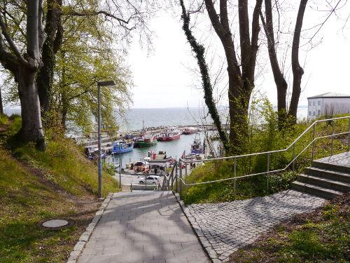 Fussweg zum Hafen von Sassnitz