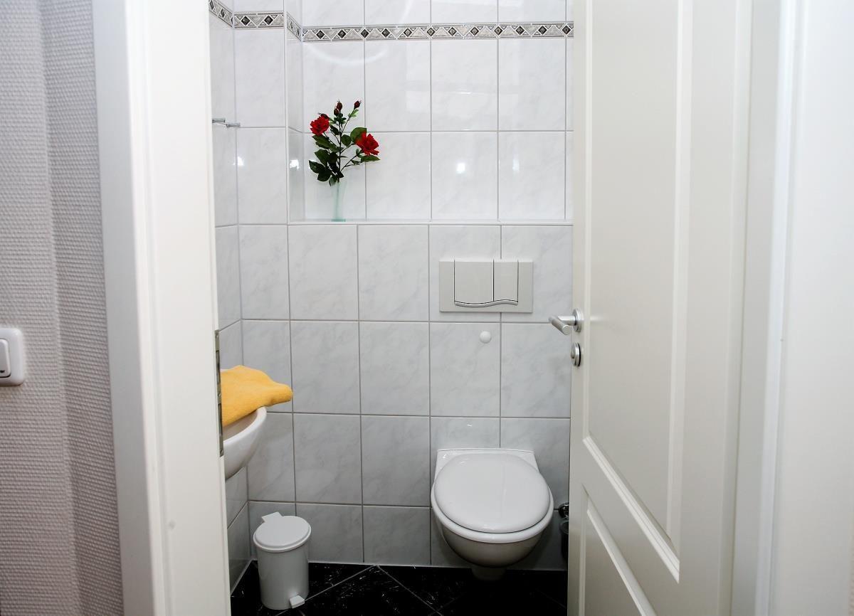 Praktisch: zusätzilches Gäste-WC