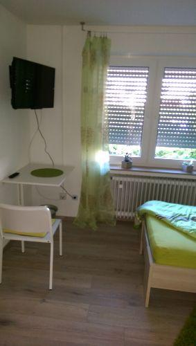 Einzelzimmer mit schwenkbarem Flat TV