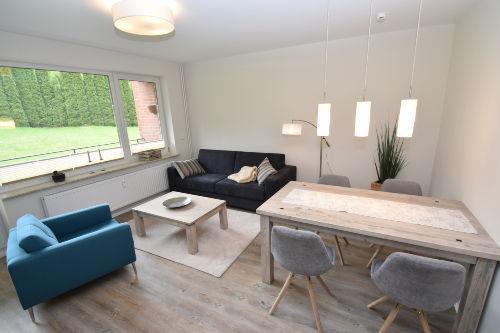 Eleganter Wohnbereich mit Schlafsofa