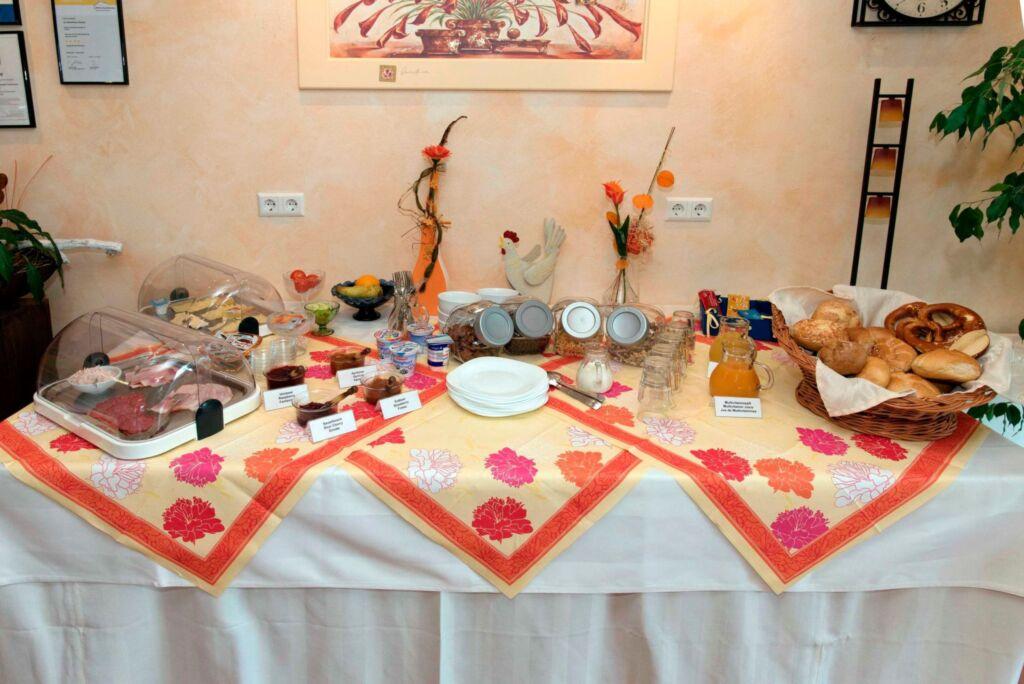 Gästehaus Hauser, Mehrbettzimmer 2 mit WC und Dusc