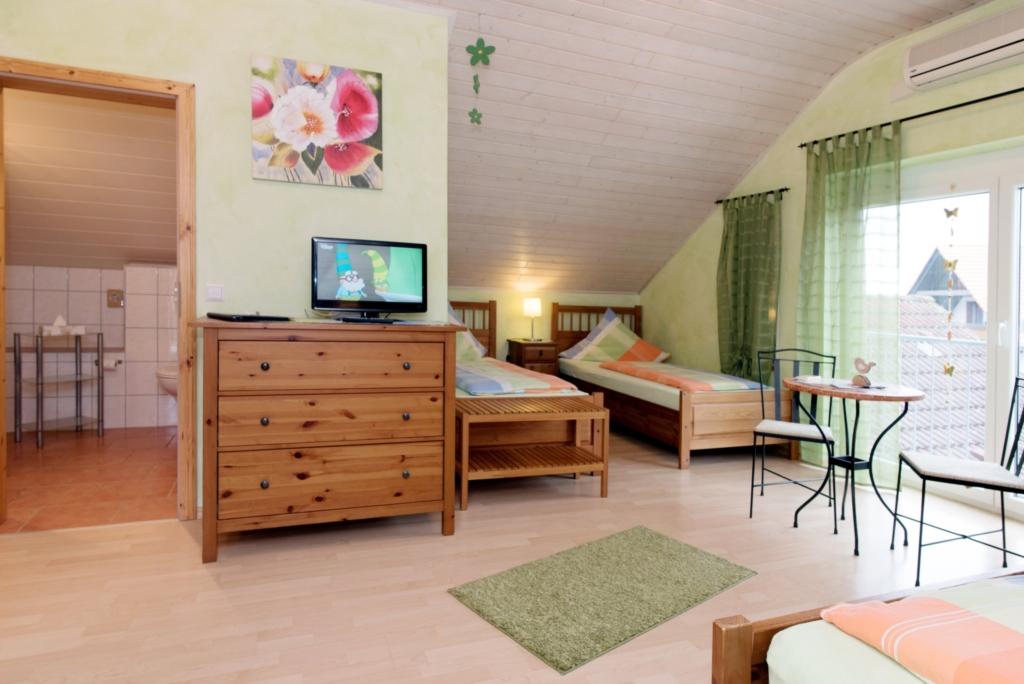 G�stehaus Hauser, Mehrbettzimmer 2 mit WC und Dusc