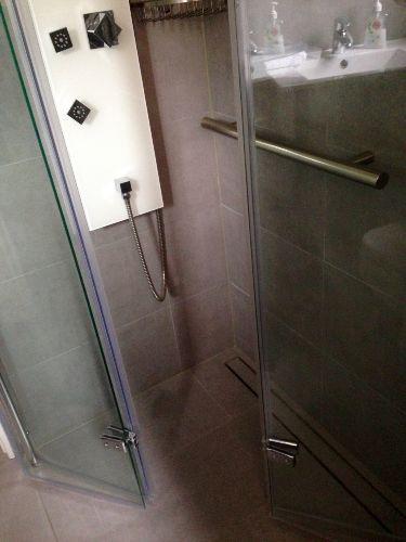 Begehbarer Duschbereich