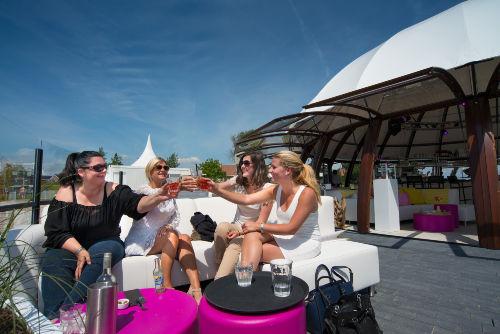 Beachclub mit Terrasse