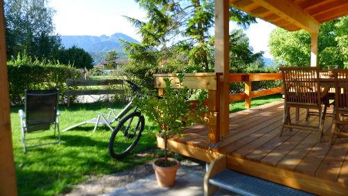 Die gro�e Terrasse mit Bergblick