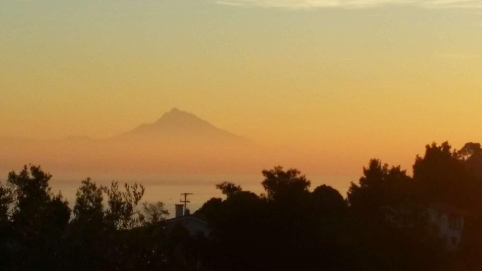 Frühmorgens Blick auf den Berg - Atos