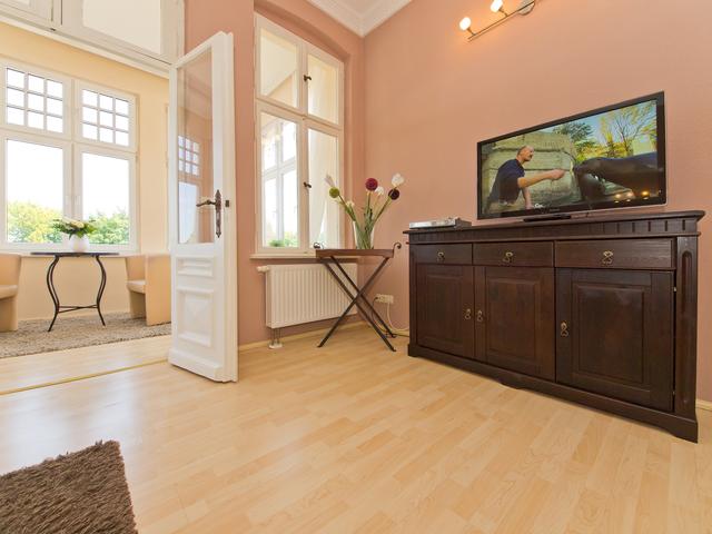 Villa Emmy, Emmy Seeseite 1