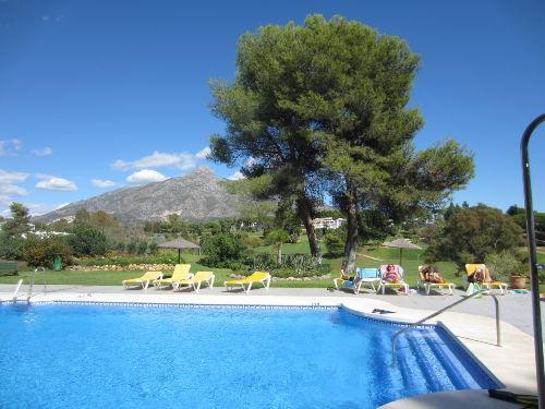 Wundersch�ne Gartenanlage mit Schwimmbad