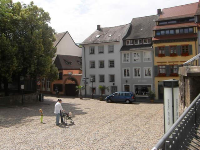 Haus zur Sackpfeife am Augustinerplatz, Altstadtze