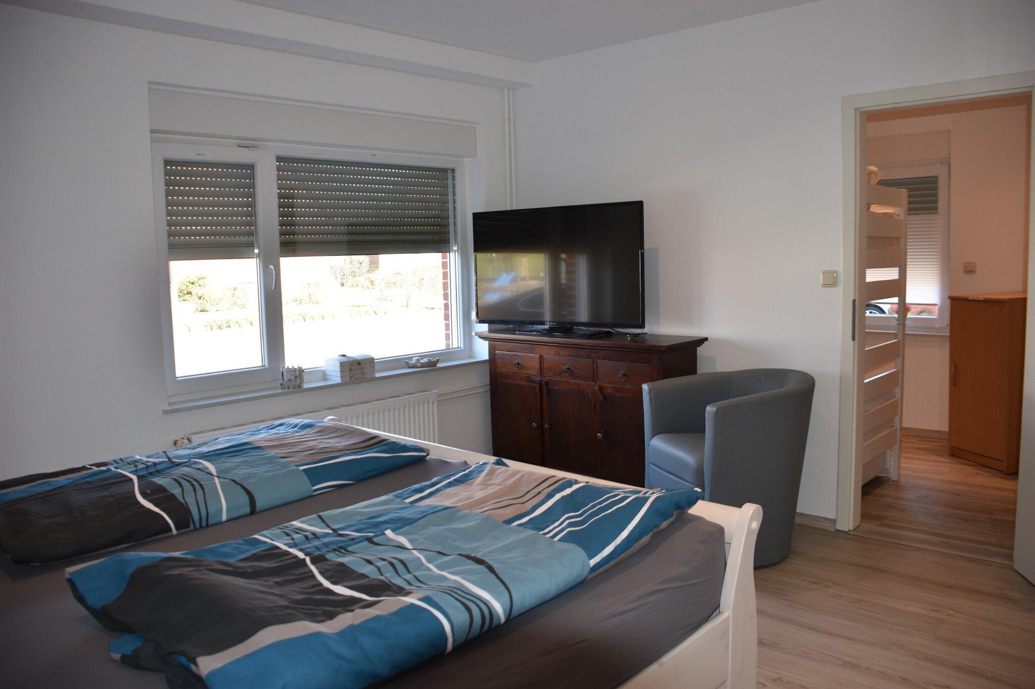 Schlafzimmer, Doppelbett u.Schlafcouch