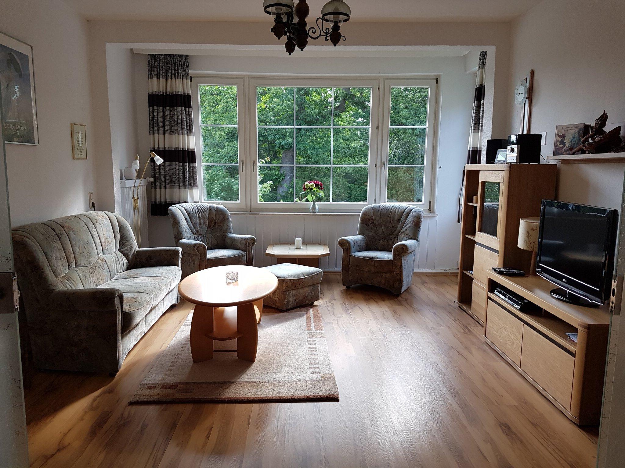 Glasschiebetür zwischen Wohn-/Eßzimmer