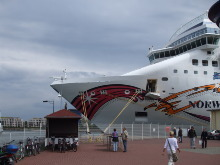 Kreuzfahrtschiff in Warnem�nde