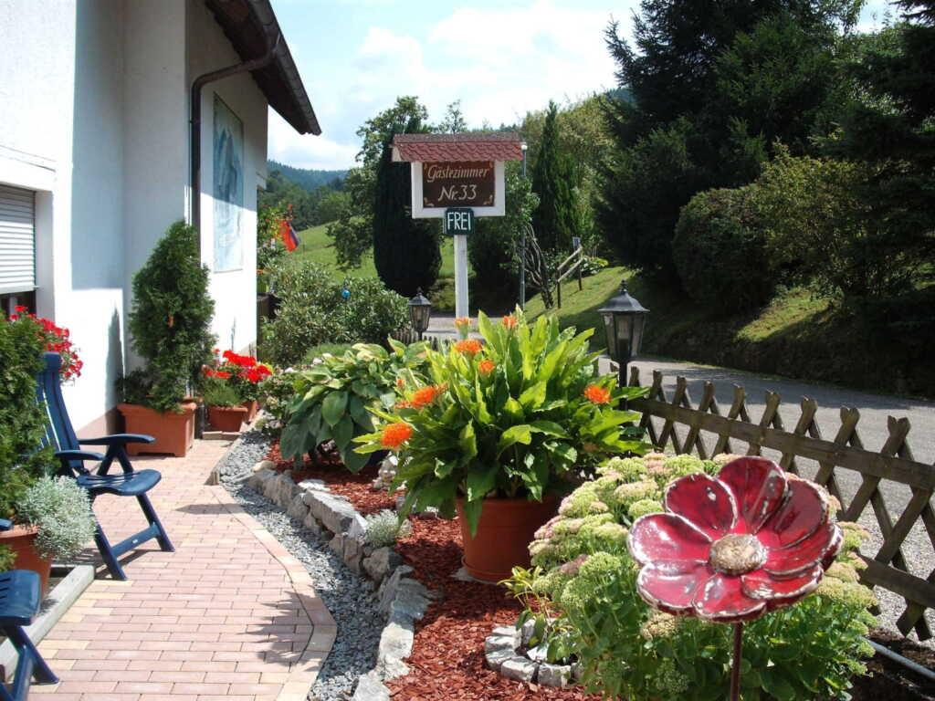 Gästehaus Waldblick, Vierbettzimmer mit Dusche und