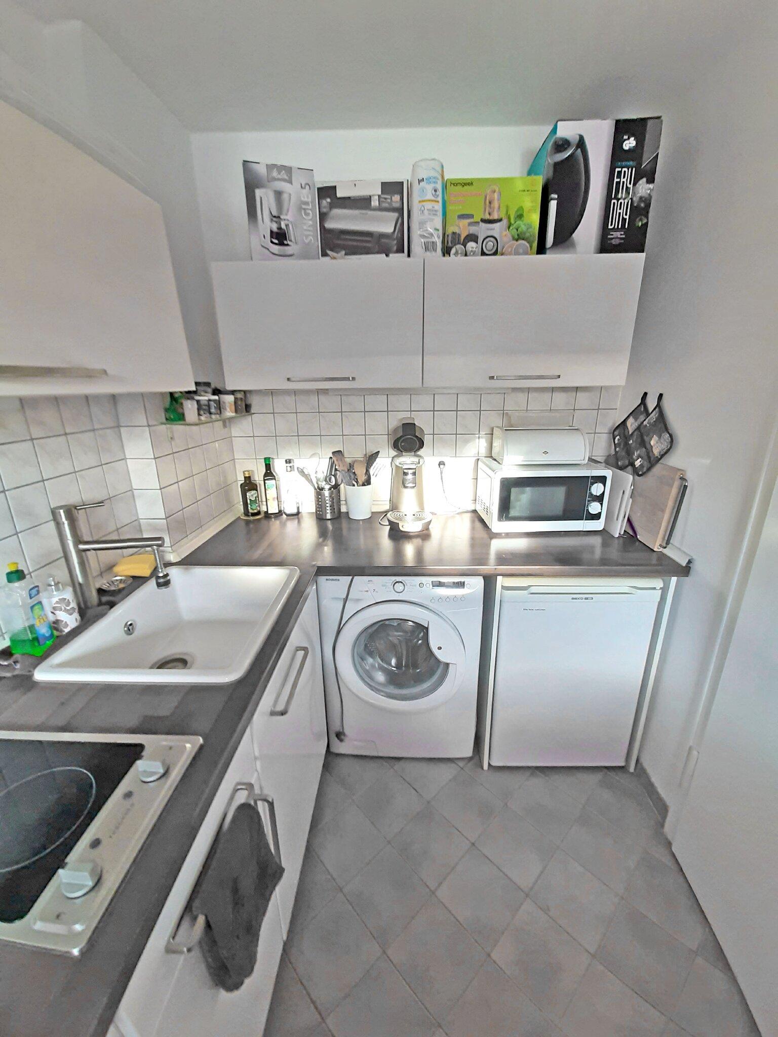 Küche: Senseo-Kaffeemaschine, Microwelle