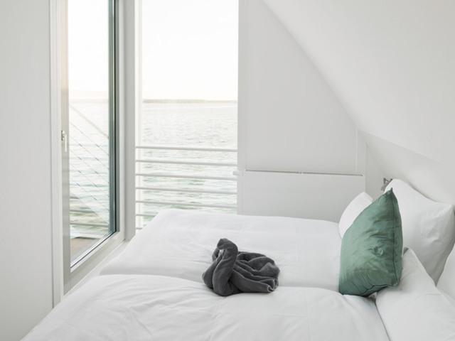 Schwimmendes Haus im Lausitzer Seenland Resort, Ja