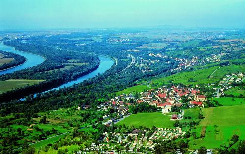 Bad Bellingen Bamlach (rechts) und Rhein