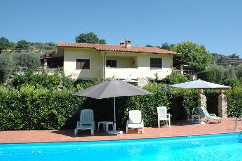 Villa Claudia - Blick vom Pool aufs Haus