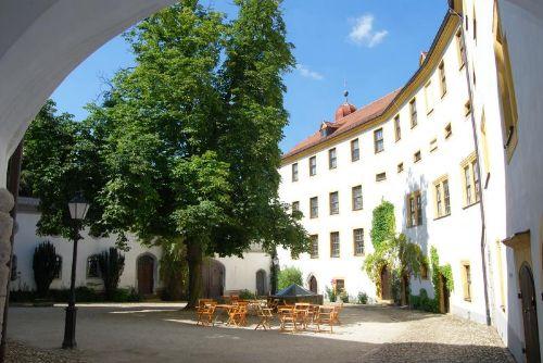 Schloßhof Hinterglauchau