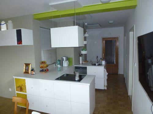 Blick vom Essbereich auf die Küche