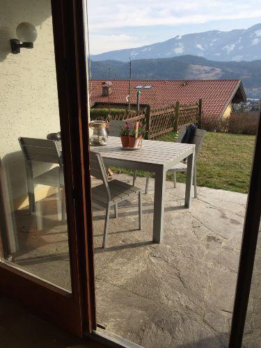 Blick vom Schlafzimmer auf die Terrasse