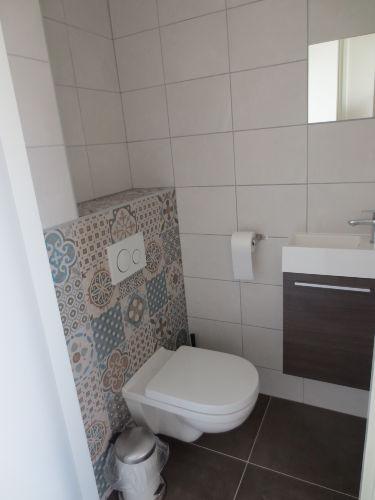 Toilette unterhalb