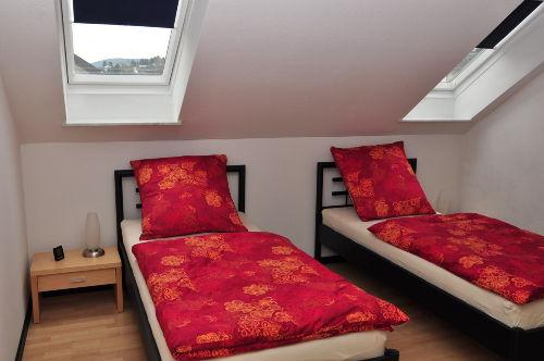 Gro�es Schlafzimmer mit 2 Einzelbetten