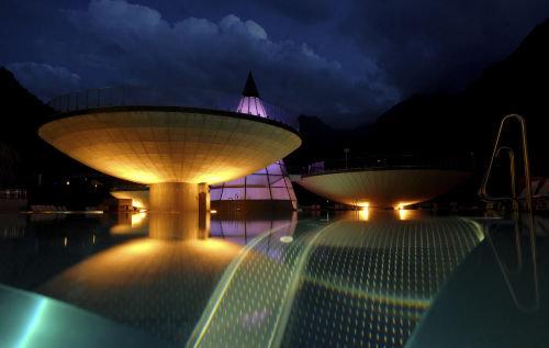Aqua-Dome bei Nacht