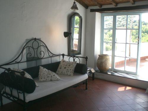Wohnraum und Terrasse
