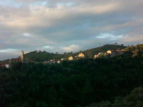 Blick auf den Nachbarort Castellazzo