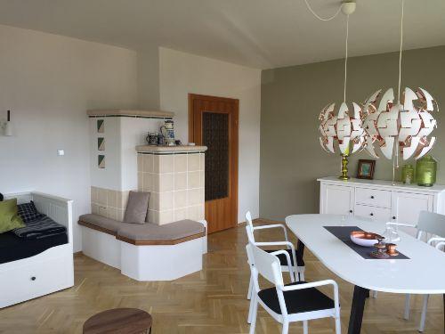 Wohnzimmer (Kachelofen u. E�platz)