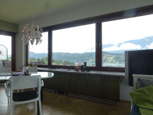 Wohnzimmer, Panoramafenster mit Seeblick