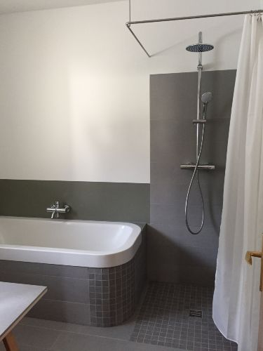 Badezimmer - Regendusche u. Badewanne