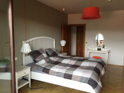 Schlafzimmer - Betten u. Schminktisch