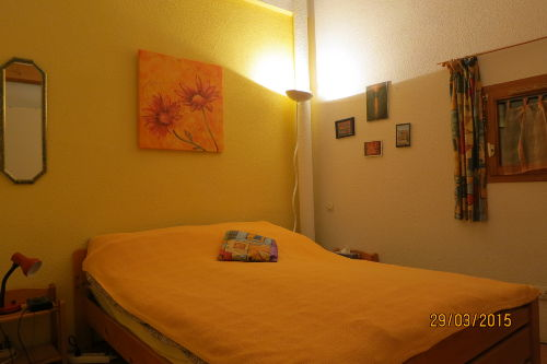 Elternschlafzimmer Bett 1,40m x 2,00m