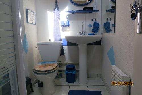 Duschbad mit WC und Waschbecken