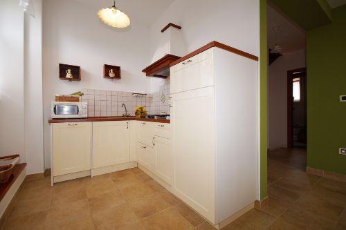 Küche ist komplett ausgestattet