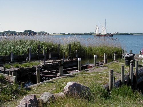 Maasholm: Kahnstellen am Ortseingang