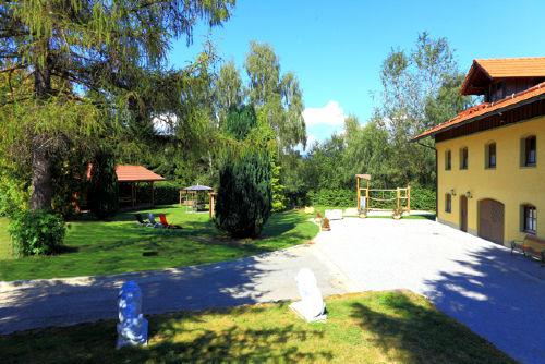 8000 m² Garten mit Pool, Grill, Spielen